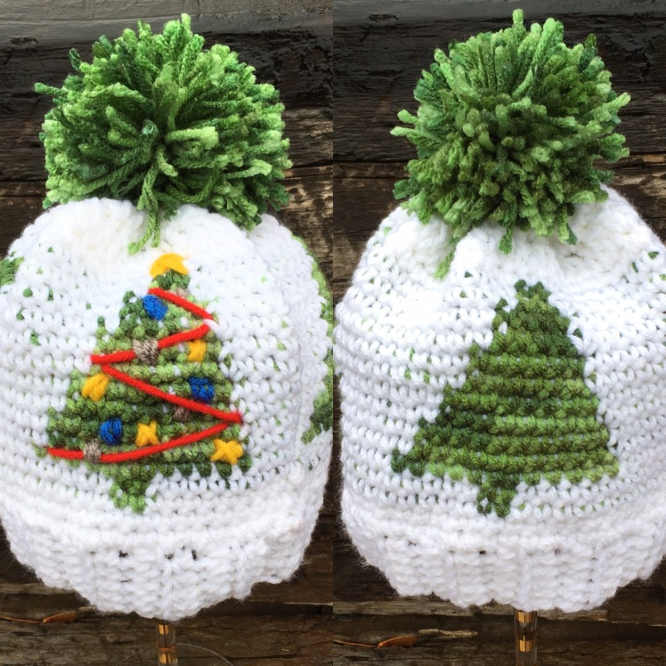 I can't decided which I love more, the decorated Chrsitmas Trees or a plain winter wonderland for this fun and free crochet graph beanie